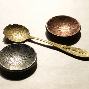 Small Ornamental Plate & Flower Tea Scoop