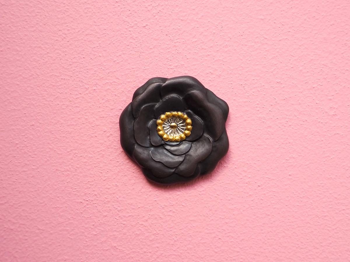 Peanut Black Flower brooch